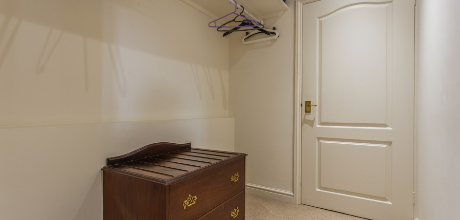 Ensuite Walk-In Wardrobe